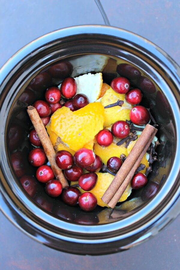 Holiday Room Scents Made in the Crockpot!