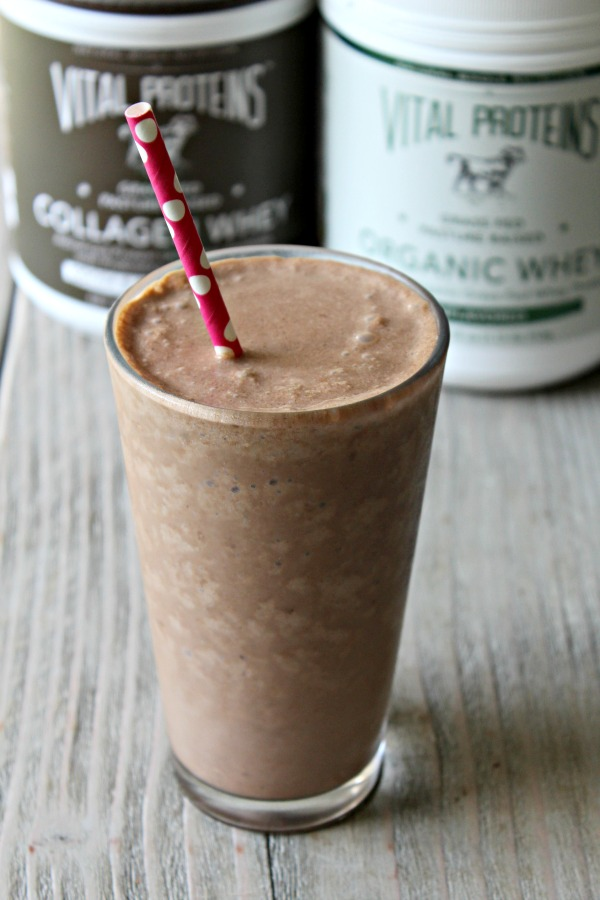 High Protein, Fat Burning Breakfast Smoothie Recipe with simple, all natural ingredients that help control cravings, boost metabolism and can help you lose weight!