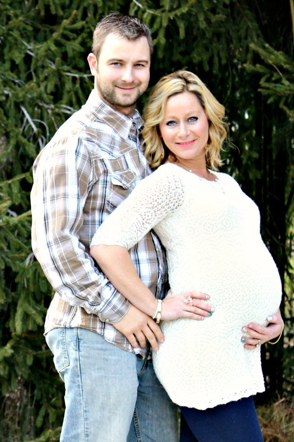 Kelly couple maternity photo
